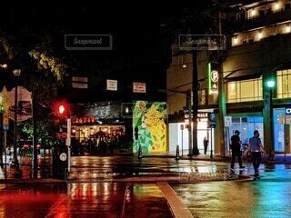 マイアミで雨上がり、夜の交差点の写真・画像素材[3920256]