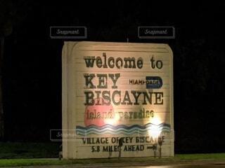 マイアミ、キービスケインの入り口にあるサインの写真・画像素材[3920339]