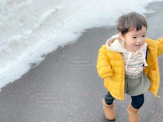 息子のダウンコーデの写真・画像素材[3971579]