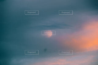 朧月の写真・画像素材[4874319]