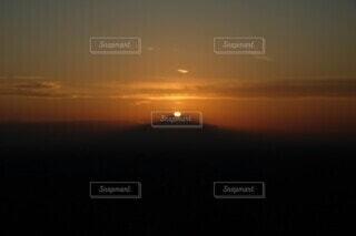 晩秋の空に輝くダイヤモンド富士の写真・画像素材[3942092]