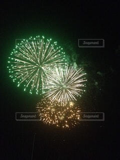 3つの花火の写真・画像素材[4000184]