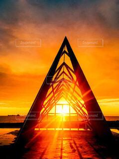 空,屋外,湖,朝日,雲,綺麗,夕焼け,夕暮れ,観光地,水面,オレンジ,朝焼け,旅,正月,三角,お正月,台湾,夕陽,日の出,新年,初日の出,立体,高雄