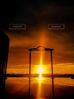 空,屋外,湖,太陽,朝日,ビーチ,雲,夕暮れ,水面,正月,お正月,台湾,日の出,明るい,新年,初日の出,高雄
