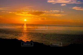 自然,風景,海,空,屋外,湖,太陽,朝日,ビーチ,雲,夕暮れ,水面,夜明け,正月,お正月,台湾,地平線,日の出,新年,初日の出,穏やか,澎湖県