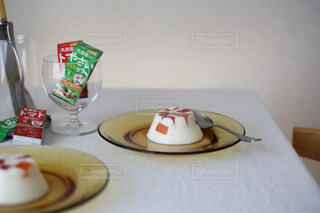 テーブルの上の皿のクローズアップの写真・画像素材[4270218]