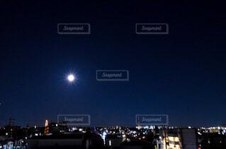 満月のきらめきの写真・画像素材[3932875]