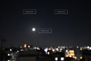 ふんわり満月の写真・画像素材[3932906]