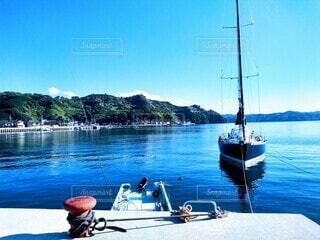 停泊中のヨットの写真・画像素材[3888932]