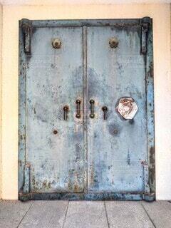古びた扉の写真・画像素材[3973077]