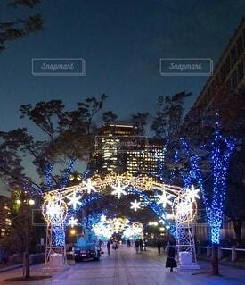 街中のイルミネーションの写真・画像素材[3886293]