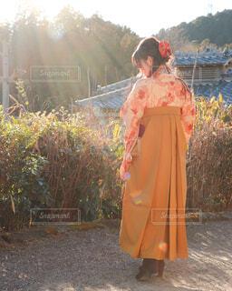 袴を着た女性の後ろ姿の写真・画像素材[4252990]