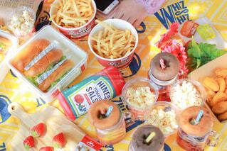 おしゃれピクニックのランチタイムの写真・画像素材[4348813]