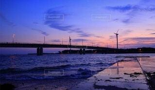 夕暮れ時の海の写真・画像素材[3894162]