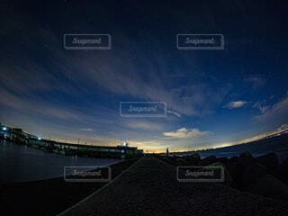 星空と夜釣りの写真・画像素材[3929164]