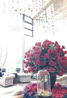 ホテルのロビーに飾られたたくさんのバラの写真・画像素材[3972196]