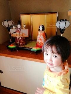 お雛様と女の子の写真・画像素材[4208453]