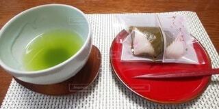新茶と桜餅♡の写真・画像素材[3896403]