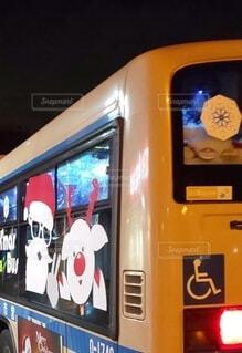 クリスマスイルミネーションバスの写真・画像素材[3990506]