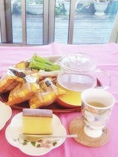 食べ物,カフェ,コーヒー,窓,テーブル,皿,リラックス,食器,お菓子,カップ,おうちカフェ,ドリンク,おうち,ライフスタイル,バルコニー,カステラ,ルイボスティー,おうち時間