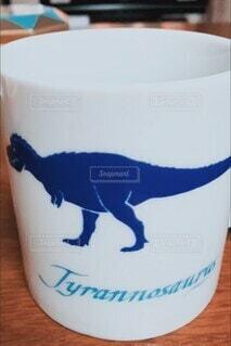 屋内,テーブル,マグカップ,カップ,化石,ティラノサウルス,恐竜,お湯,変化