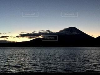 日が昇るの写真・画像素材[3905312]