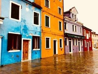 雨の降る街の写真・画像素材[3905313]