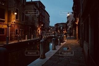 夕暮れの通り道の写真・画像素材[3983410]