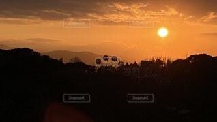 空,屋外,太陽,朝日,雲,観覧車,山,日の出,新年,2021