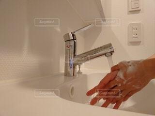世の中が当たり前になった手洗いの写真・画像素材[3910692]