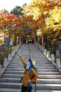 スポーツマスクをして楽しく登山!の写真・画像素材[3959853]