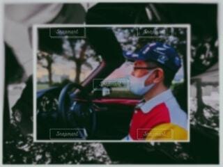 初めてのオープンカーで湖畔をドライブ!の写真・画像素材[4009100]