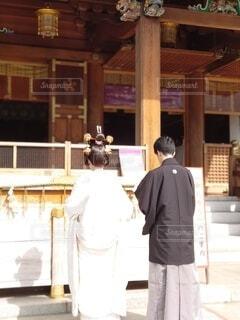 屋内,神社,後ろ姿,窓,花嫁,撮影,美しい,花婿,結婚,前撮り,和装,袴,新婚,祈願,祈る