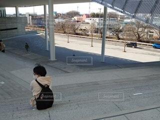 女性,風景,屋外,階段,アート,椅子,人物,人,座る,コンクリート,埼玉,石,遊び場,ステージ,建築,スポット,所沢