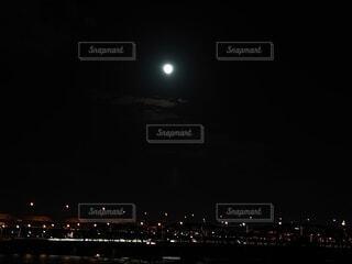 自然,風景,空,秋,夜,橋,夜景,屋外,電車,川,暗い,月,河川敷,満月,明るい,荒川,月見,中秋の名月