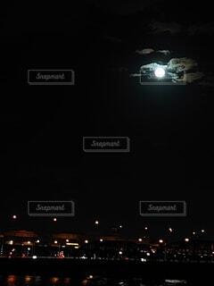 自然,風景,空,秋,夜,橋,夜景,屋外,雲,電車,花火,川,暗い,月,灯り,河川敷,満月,洞窟,明るい,荒川,月見,点灯,中秋の名月