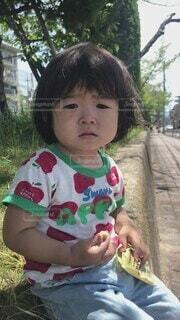 子ども,風景,屋外,少女,樹木,人物,人,赤ちゃん,幼児,少年,少し,人間の顔,パーソン