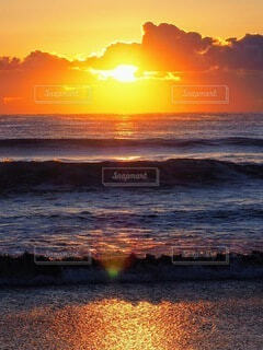 海,空,屋外,太陽,朝日,波,水面,海岸,正月,お正月,日の出,新年,初日の出