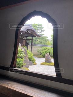 大きな窓の景色の写真・画像素材[1252090]