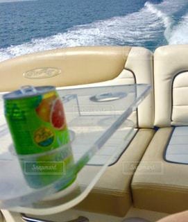 車の上に座ってボートの写真・画像素材[1385489]