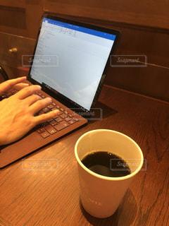 パソコンとコーヒーの写真・画像素材[1642959]