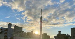 空,建物,ビル,屋外,朝日,雲,光,朝焼け,都会,正月,お正月,日の出,新年,初日の出