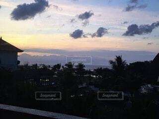 風景,屋外,朝日,南国,雲,紫,オレンジ,朝焼け,正月,ヤシの木,お正月,日の出,新年,初日の出,インドネシア,ヌサドゥア