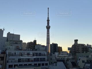 空,建物,ビル,屋外,朝日,光,朝焼け,都会,正月,お正月,日の出,快晴,新年,初日の出