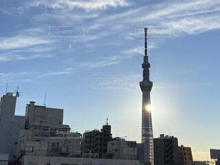 空,建物,ビル,屋外,朝日,雲,光,都会,眩しい,正月,お正月,日の出,新年,初日の出