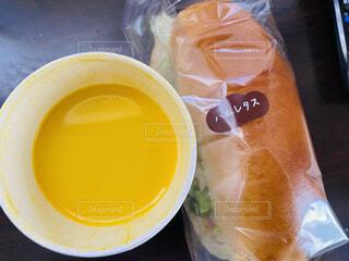 食べ物,飲み物,食事,テーブル,カップ,サンドイッチ,料理,出前,宅配,テイクアウト,かぼちゃスープ,デリバリー,お持ち帰り,ハムレタス