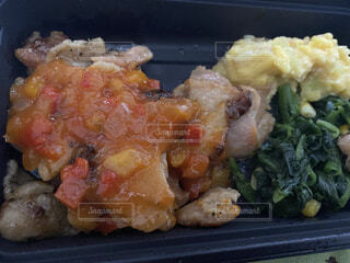 食べ物,飲み物,食事,料理,出前,鶏肉,宅配,テイクアウト,炭火,デリバリー,青菜,ツナ,お持ち帰り