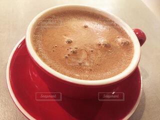 カフェ,屋内,テーブル,皿,リラックス,カップ,おうちカフェ,ドリンク,おうち,ライフスタイル,カフェイン,ホットチョコレート,ホットチョコ,コーヒー カップ,おうち時間