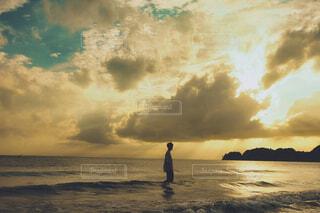 海に立つの写真・画像素材[3914673]