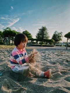 砂遊びで真っ黒くろすけの写真・画像素材[4030935]